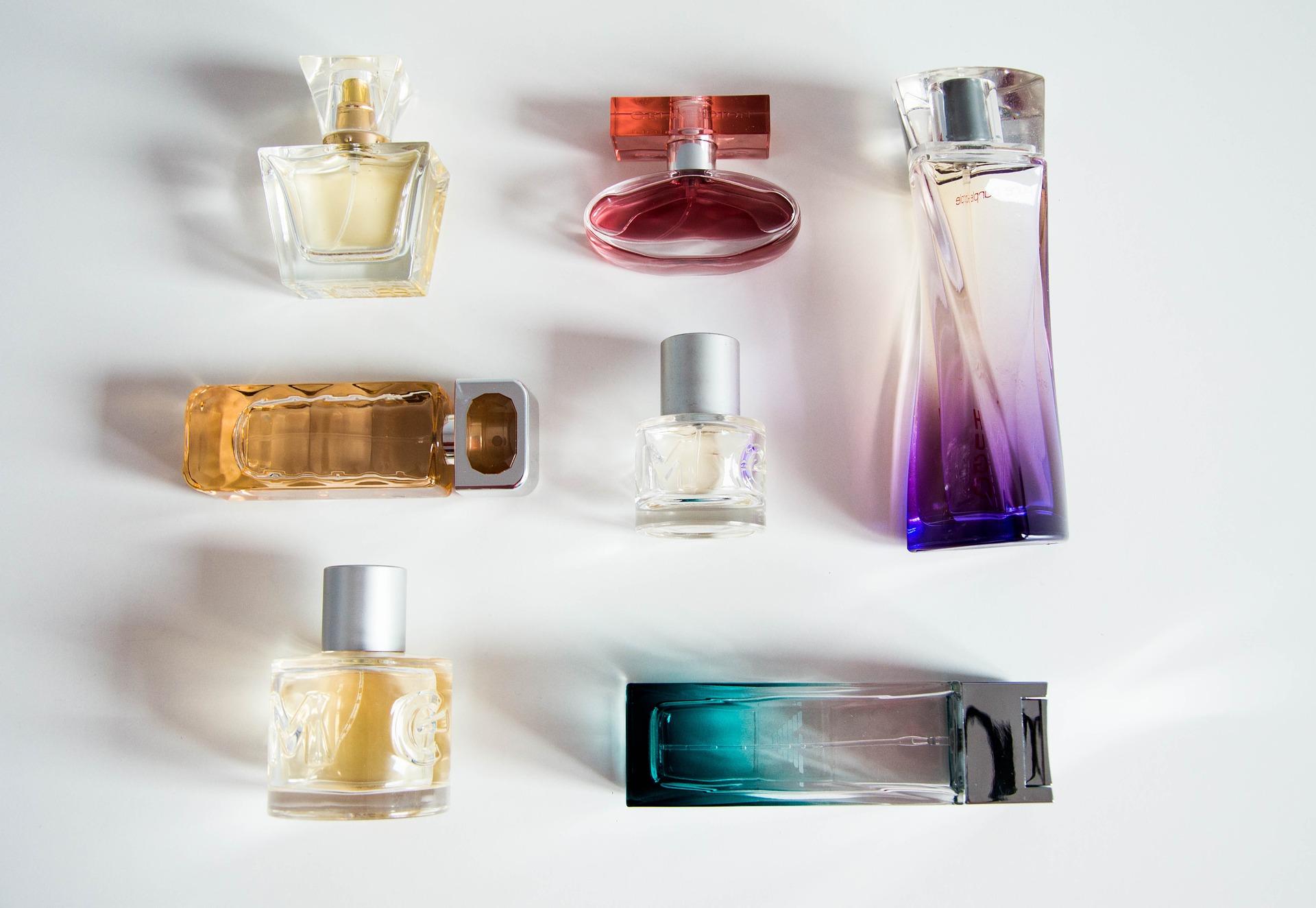 perfume-bottle-932146_1920