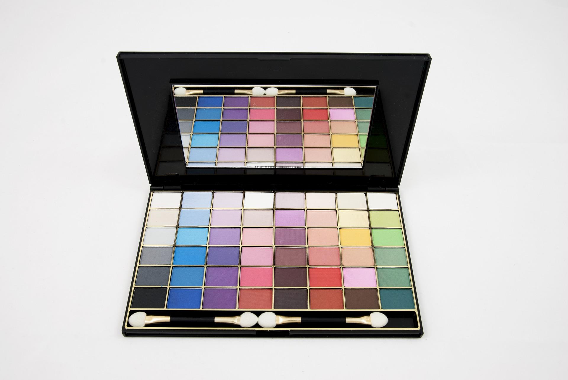 eyeshadow-680002_1920