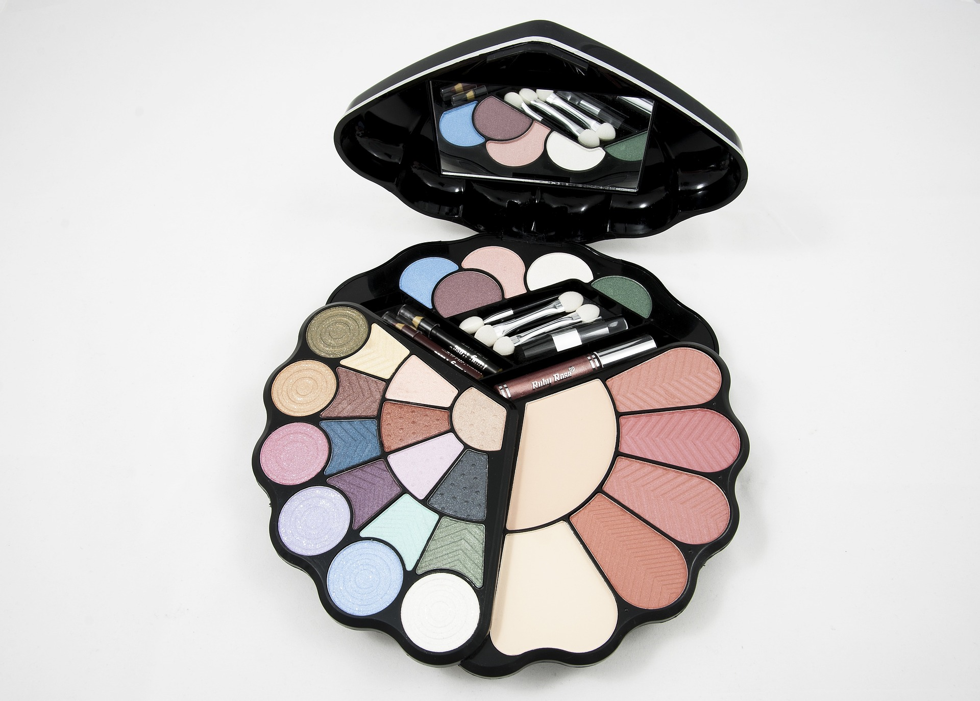 eyeshadow-682997_1920